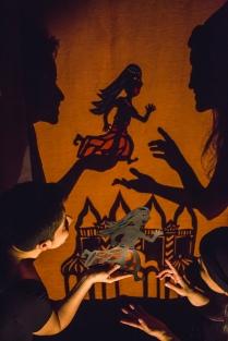 Um Encanto em Nagalândia - Fabiana Lazzari e Tuany Fagundes - entreAberta Cia teatral - Foto Daniel Queiroz do Jornal Notícias do Dia
